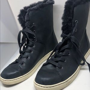 UGG® Women's Croft Luxe Quilt Boot size 9.